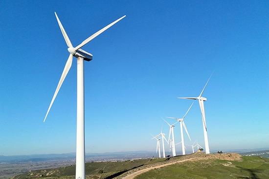 Vue d'un parc éolien dans l'Aude