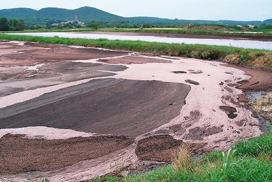 Vue d'un traitement d'effluents par lagunage dans le Gard