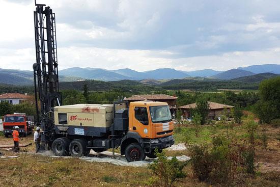 Vue de la réalisation du forage d'exploitation du SIAE de la région du Vernazobres